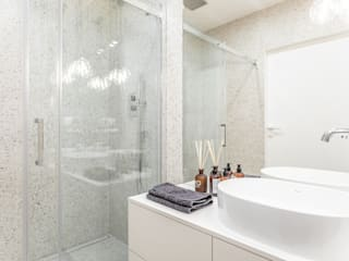 Bathroom by emDesign home & decoration, Minimalist