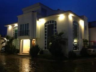 Residencia en Zinacantepec: Casas de estilo  por Miguel Arce