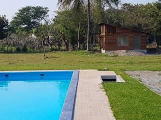 ¡CABAÑA DUPLEX EN PROCESO! Hoteles de estilo rústico de Madera y Jardines Rústico