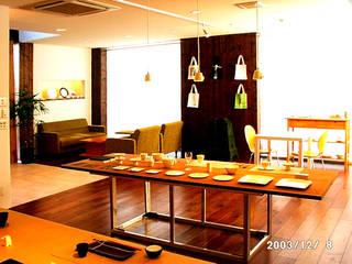 シンプルモダンなショールーム: 有限会社 ナビデザインが手掛けたです。,