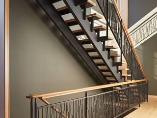 كاسل للإستشارات الهندسية وأعمال الديكور والتشطيبات العامة Vestíbulos, pasillos y escalerasAccesorios y decoración Tablero DM Negro