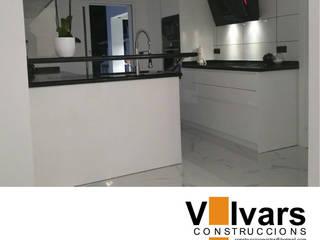 Cocina de CONSTRUCCIONS VICTOR IVARS IVARS Moderno