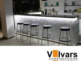 Barbacoa Balcones y terrazas de estilo moderno de CONSTRUCCIONS VICTOR IVARS IVARS Moderno