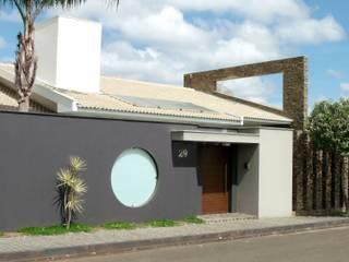 Casa KL: Casas familiares  por Lara Arquitetura,Moderno