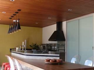 Casa KL: Varandas  por Lara Arquitetura,Moderno