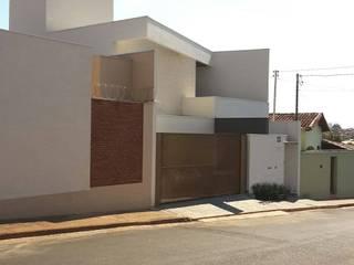 Cutting House: Casas familiares  por Lara Arquitetura,Minimalista