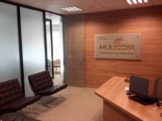 Multcom UBT: Espaços comerciais  por Lara Arquitetura,Moderno
