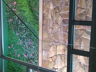 Muro llorón alto : Escaleras de estilo  por Miguel Arce