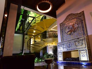Hotel Villaflora Pasillos, vestíbulos y escaleras modernos de MEGA Lighting Design Studio Moderno