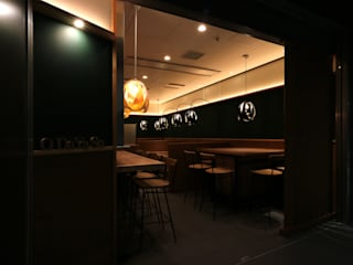 らしくない。 designista-s (デザイニスタ エス) モダンなレストラン 木 木目調