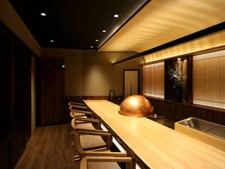 和モダンという表現 designista-s (デザイニスタ エス) モダンなレストラン 木 アンバー/ゴールド
