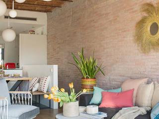 Cómo rehabilitar una vivienda dúplex con terraza en Barcelona Salones de estilo moderno de Xmas Arquitectura e Interiorismo para reformas y nueva construcción en Barcelona Moderno