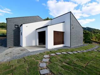 오손도손家: 플라잉건축사사무소(FLYING Architecture)의  주택
