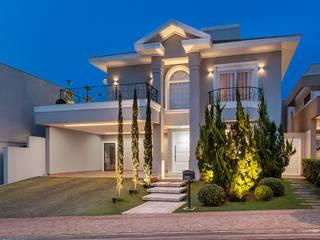 Maisons de style  par Delmondes Arquitetura e Interiores, Classique