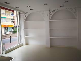 NSG Office : Oficinas y Tiendas de estilo  de NSG interior Design & Projects, reformas y decoración en Mallorca,