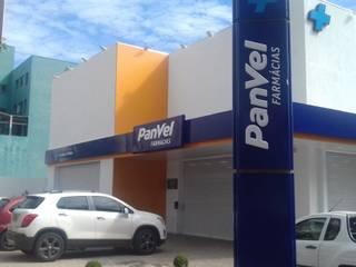 Projeto e Gerenciamento de Obra de Filial de Farmácia: Lojas e imóveis comerciais  por Fase1 Arquitetura e Design