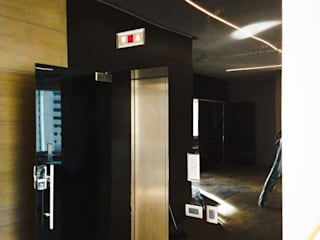 Bosque Real ADI ARQUITECTOS Puertas modernas