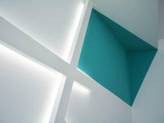 Reforma de un espacio comercial y diseño de la imagen corporativa de un centro médico Clínicas de estilo moderno de SP_Arquitectura Moderno