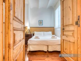 Piso modernista en el Eixample Dormitorios de estilo mediterráneo de Carlos Sánchez Pereyra   Artitecture Photo   Fotógrafo Mediterráneo