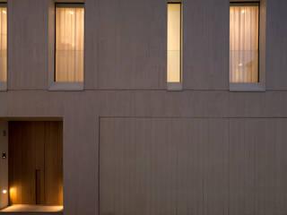 Casa Campoamor 9 Puertas y ventanas de estilo moderno de Mano de santo - Equipo de Arquitectura Moderno