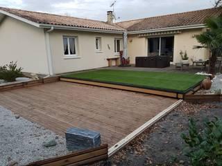Una cubierta, pero también una terraza: Piscinas de jardín de estilo  de AZENCO