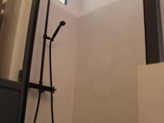BETON2 モダンスタイルの お風呂 コンクリート ベージュ
