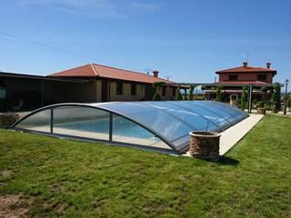 Para bañarse debajo: Piscinas de jardín de estilo  de AZENCO