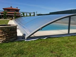 Para proteger su piscina: Piscinas de jardín de estilo  de AZENCO