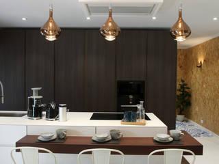 Cozinha contemporânea por Carpintaria da Vila by WT