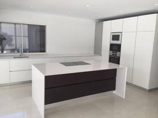Moradia em fase de acabamento por Carpintaria da Vila by WT