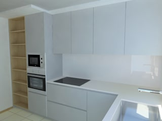 Cozinha em fenix e carvalho por Carpintaria da Vila by WT