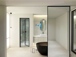 Modern style bathrooms by WITHJIS(위드지스) Modern