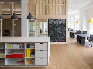 _WERKSTATT FÜR UNBESCHAFFBARES - Innenarchitektur aus Berlin Edificios de oficinas de estilo escandinavo