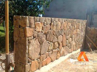 Rustikale Wände & Böden von Atrium Vale Pedras e Projetos Rustikal