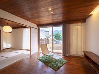 HouseT2: 一級建築士事務所 ima建築設計室が手掛けたリビングです。,