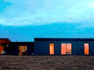 Diseño de casa Eco en Colchagua de INFINISKI Moderno