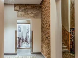 Rehabilitación de finca de 1.880 en Barcelona Pasillos, vestíbulos y escaleras de estilo clásico de Xmas Arquitectura e Interiorismo para reformas y nueva construcción en Barcelona Clásico