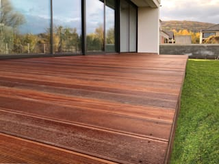 Roble Modern style balcony, porch & terrace Wood Brown