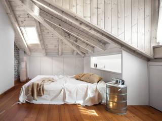 Eversivo Minimalist bedroom Wood White