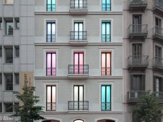 Construcción de edificio de oficinas con nuevas tecnologías en Barcelona Oficinas y tiendas de estilo moderno de Xmas Arquitectura e Interiorismo para reformas y nueva construcción en Barcelona Moderno