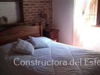 Casa Costa del Este/Dormitorio 1 Constructora del Este Dormitorios rústicos Ladrillos Blanco