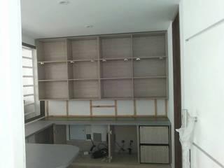 SALA ESTUDIO: Estudios y despachos de estilo  por Steven palta diseñador interiores, Moderno
