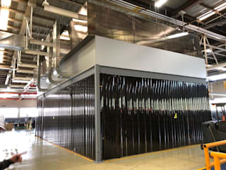 Mezzanine con Cortina Hawaiana Espacios comerciales de estilo industrial de Aufsten Industrial