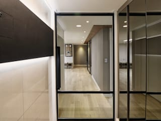 Modern Corridor, Hallway and Staircase by 블랑브러쉬 Modern