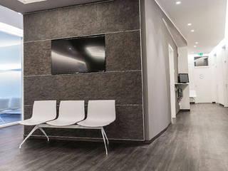 Clínicas de estilo moderno de zon Eichen - Handwerk und Interior Moderno