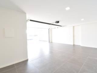 Modern garage/shed by Construções e Imobiliária Navio, Lda Modern