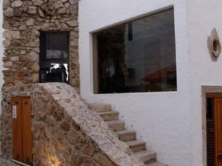 """Restaurante """"O Velho e o Mar"""", Sesimbra Espaços de restauração rústicos por LACd'A HOME - Arquitectura e Interiores Rústico"""