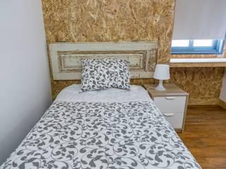 Casa de Férias, Seixal: Quartos pequenos  por LACd'A HOME - Arquitectura e Interiores,Rústico