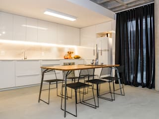 Kitchen by Johnny Thomsen Arquitetura e Design , Modern