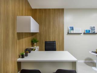 Consultório :   por Jorge Júnior Arquitetura,Moderno